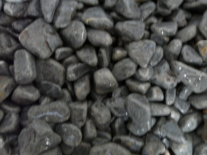 Piedras de Canto Rodado Oscuras